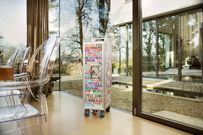 distributeur mobilier contemporain table de lit a roulettes